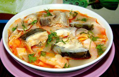 Thêm vào thực đơn món đầu cá hồi nấu măng chua