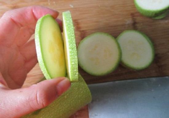 Mách bạn cách ướp rau củ nướng ngon đơn giản | Món Miền Trung