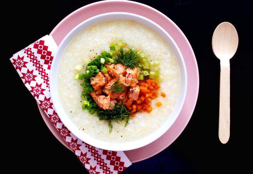 Bạn còn băn khoăn: nấu cháo cá hồi cho bé với rau gì ngon?