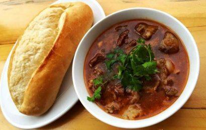 Khám phá món bánh mì sốt vang ngon ở Hà Nội làm lay động lòng người