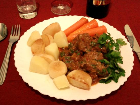 Cuối tuần tuyệt hơn với cách nấu bò sốt vang kiểu Pháp cực ngon