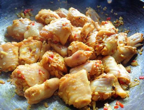 Cách ướp thịt gà kho sao cho ngấm gia vị