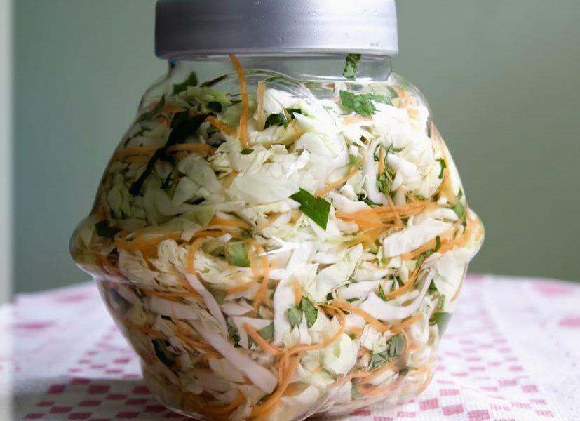 Bật mí cách làm bắp cải muối xổi rau răm ngon tuyệt