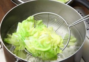 Món tủ của tớ: cách luộc rau bắp cải ngon chấm sốt cà chua