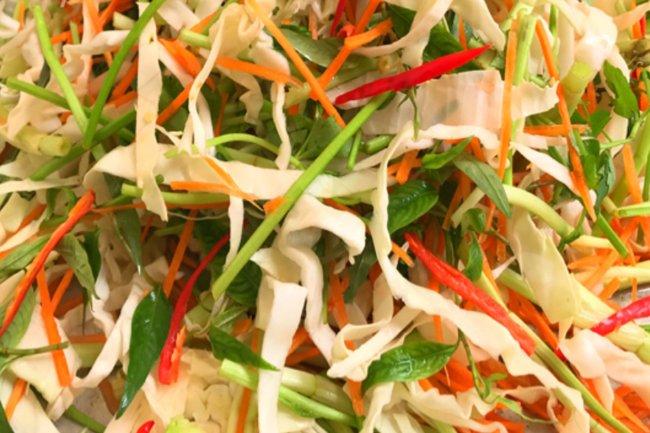 cách muối bắp cải với rau răm 3