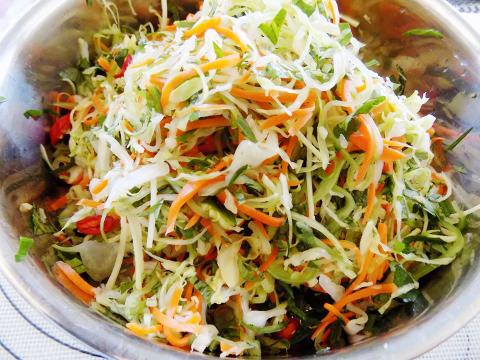 cách muối dưa bắp cải cà rốt 3