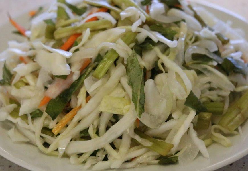 Hướng dẫn cách muối dưa bắp cải với rau cần ngon giòn nhất