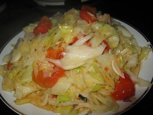 cách xào bắp cải với cà chua 3