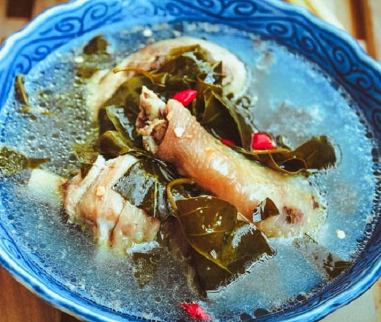 Bật mí cách làm món chân gà nấu lá giang đặc sản miền Nam