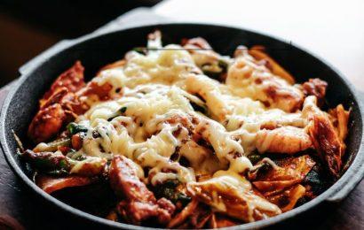 Mách bạn cách làm gà xào bắp cải phô mai chuẩn hương vị hàn quốc