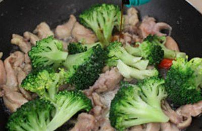 Cách làm món súp lơ xào thịt lợn ngon như thịt bò