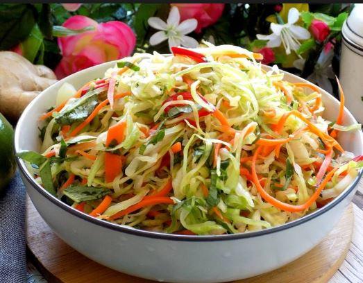 Cách làm salad bắp cải cà rốt giòn ngon đơn giản tại nhà