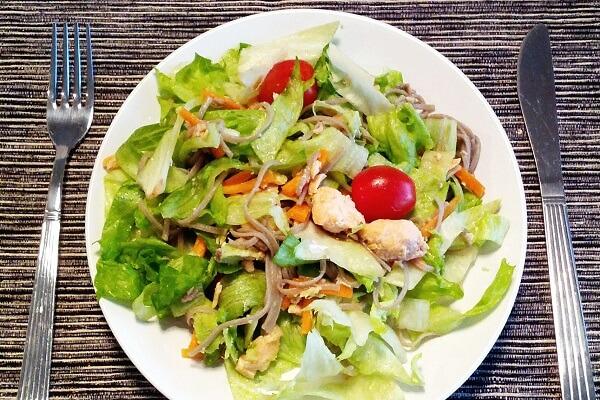 cách làm salad cá ngừ hộp 1