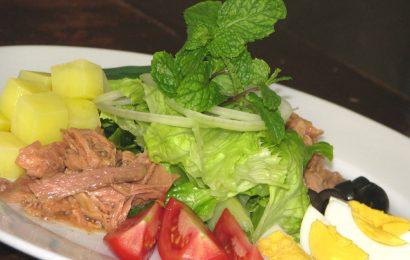 Cùng Emvaobep tìm hiểu cách làm salad cá ngừ hộp ngon nào
