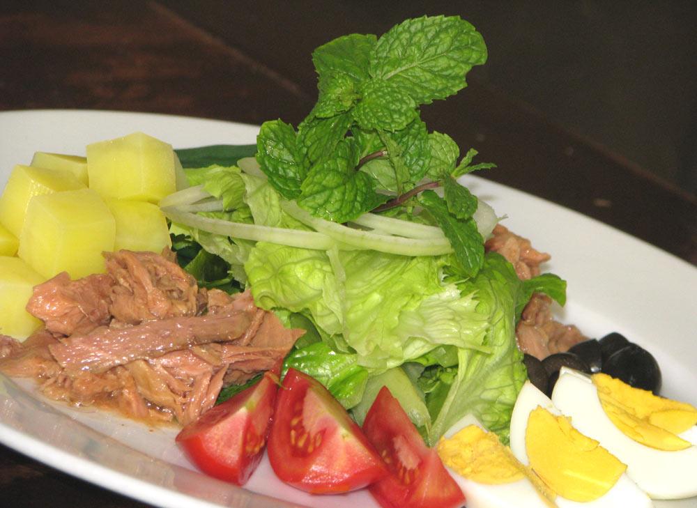 cách làm salad cá ngừ hộp 3
