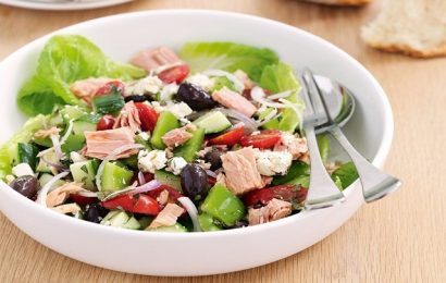Cách làm salad cá ngừ tươi ngon tốt cho người giảm cân
