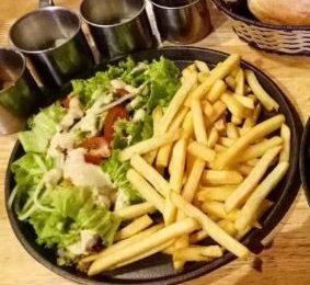 Cách làm salad khoai tây chiên ngon đơn giản tại nhà