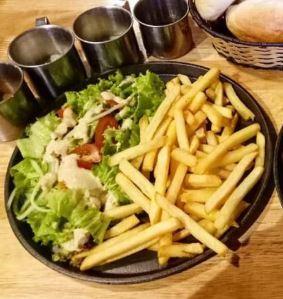 cách làm salad khoai tây chiên 2