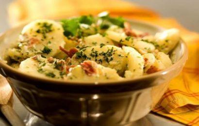 Cách làm salad khoai tây kiểu đức thơm ngon lạ miệng
