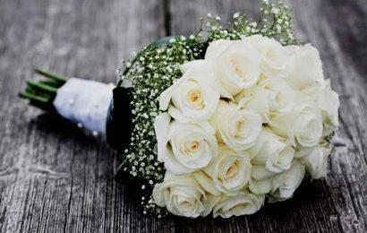 Những kiểu hoa cầm tay cô dâu bằng hoa hồng đẹp nhất