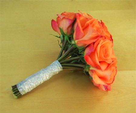 hoa hồng cầm tay cô dâu 4