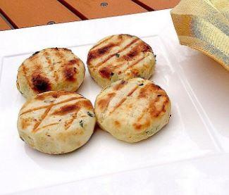 cách làm bánh khoai mì nướng than 2