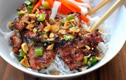 Học cách làm bún thịt nướng miền Trung với hương vị lạ miệng