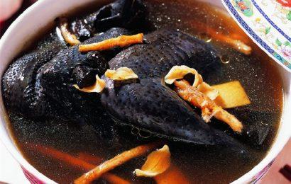 Cách làm món gà ác hầm thuốc Bắc dinh dưỡng cho cả gia đình