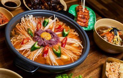 Cách nấu lẩu kim chi hải sản Hàn Quốc chuẩn vị