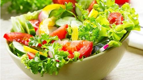 Vào bếp với cách làm salad xà lách giảm cân cực dễ