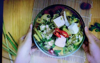 Thanh mát cơ thể với cách nấu canh măng chua chay