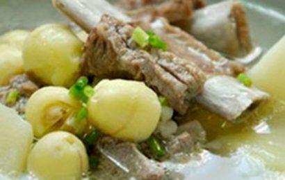 Đổi món ăn mới với canh hạt sen hầm xương thơm ngon