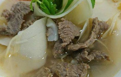 Ngon miệng với canh măng chua nấu thịt bò