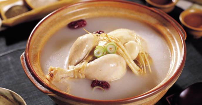 Cách chế biến gà hầm sâm Hàn Quốc bổ dưỡng sức khỏe