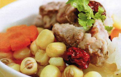 Cách làm món xương hầm hạt sen ngon ngọt cho bữa cơm nhà