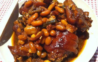 Cách làm món thịt heo hầm thuốc Bắc ăn khó quên