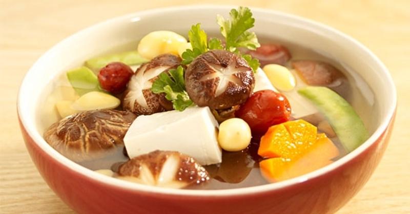 Bí quyết nấu món thịt lợn hầm hạt sen ngon ngọt đậm đà