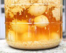 Cách ngâm rượu với trứng gà đơn giản tại nhà