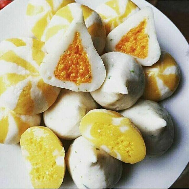 bánh bao nhân trứng cá hồi